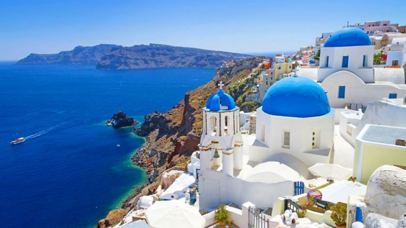 Santorini: drama and beauty