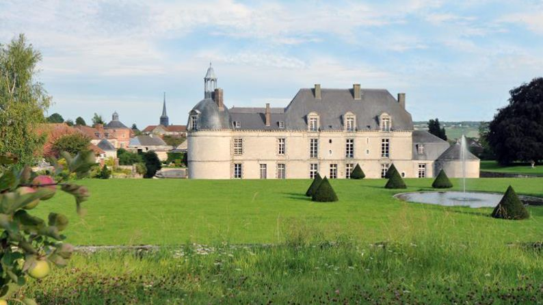 Vista exterior del Château d'Etoges