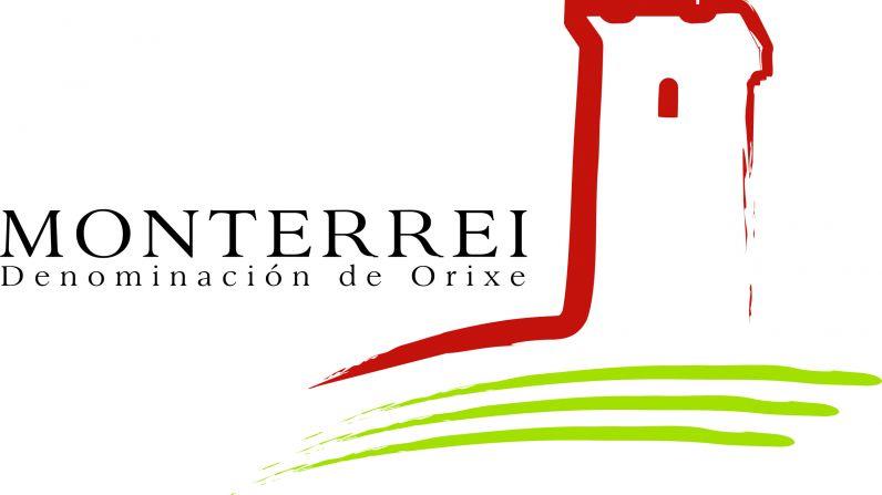 La presidenta del C.R.D.O. Monterrei y la gerente del INORDE visitan el viñedo experimental de Monterrei.