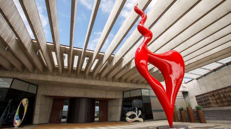 Se inaugura la exposición de esculturas de José Manuel Robles acogida por Bodegas Portia.