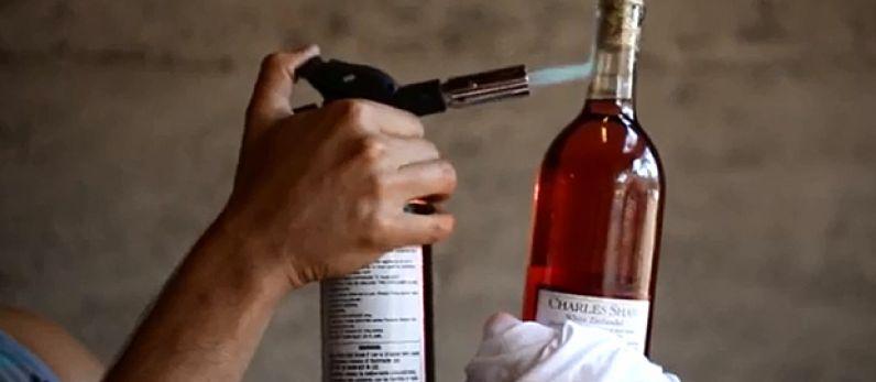 10 Formas no convencionales de abrir una botella de vino