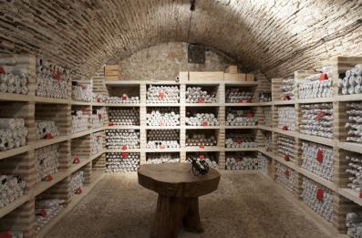"""En el """"cementerio"""" tienen guardadas botellas de todas las añadas de sus vinos"""