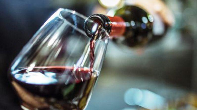 Un nuevo estudio concluye que los vinos baratos saben mejor cuando nos dicen que es caro.
