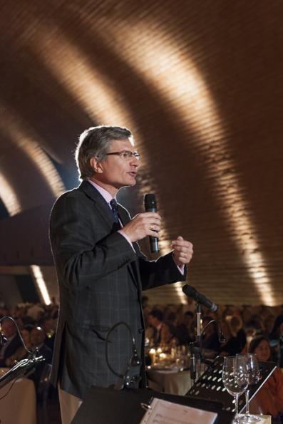 Jean-Michel Valette MW, Presidente del Instituto, realizando un parlamento en la cena de gala