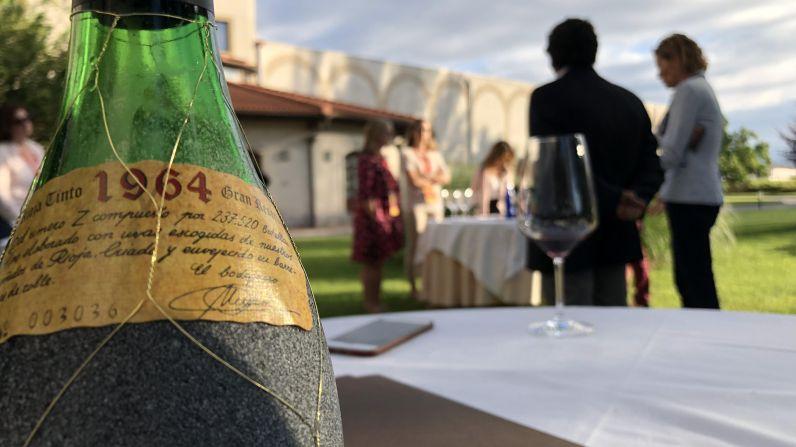Masters of Wine internacionales participan en una cata de añadas históricas de Bodegas Faustino.