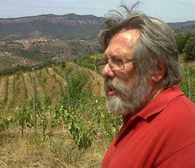 René Barbier en los viñedos donde nace el vino Nelín