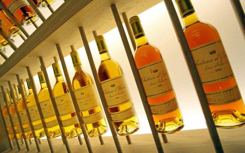 Impresionante colección de botellas de Chateau d'Yquem en la bodega Atrio